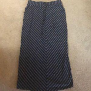Loft skirt size small
